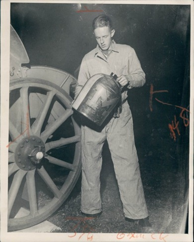 1931 KD with Fake Jug (wire photo via eBay, Dooley's collection)
