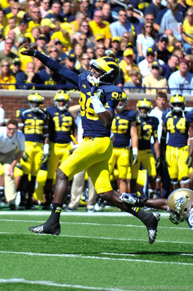 Devin Gardner heaves