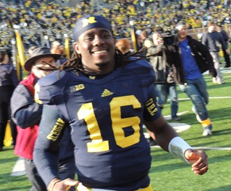 Denard runs off the field Iowa 2012