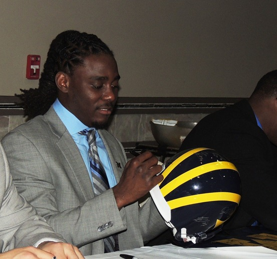 Denard Robinson signs helmet - 2012 Michigan Football Bust