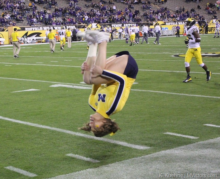 Michigan cheerleader backflip