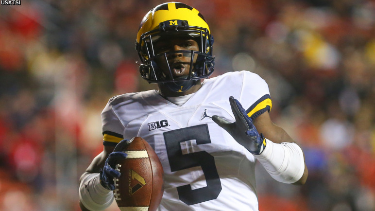 Oct 8, 2016; Piscataway, NJ, USA; Michigan Wolverines running back Jabrill Peppers (5) celebrates after scoring a touchdown during their game against the Rutgers Scarlet Knights at High Points Solutions Stadium. Mandatory Credit: Ed Mulholland-USA TODAY Sports